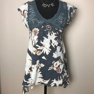Anthropologie tunic t-shirt with elongated sides